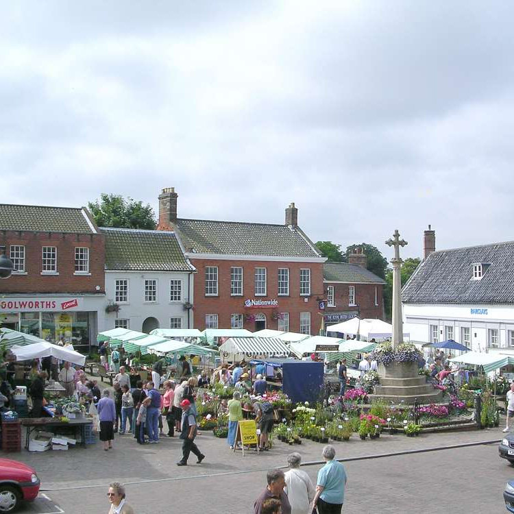 Fakenham Farmers' Market, Market Square, Fakenham, North Norfolk | A wide variety of fresh local fare, organic foods and quality locally grown produce, plus entertainment and a great atmosphere make this a wonderfully traditional Norfolk market. | fakenham, farmers, market, produce, food, drink, plants